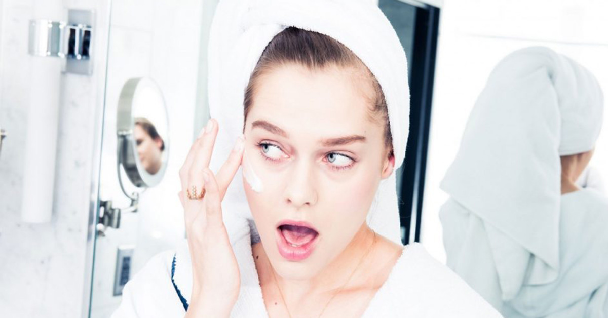 coveteur_editorial_hotel_shoot-178-warning-signs-moisturizers-bad-skin-homepage-1280x720-1024x576