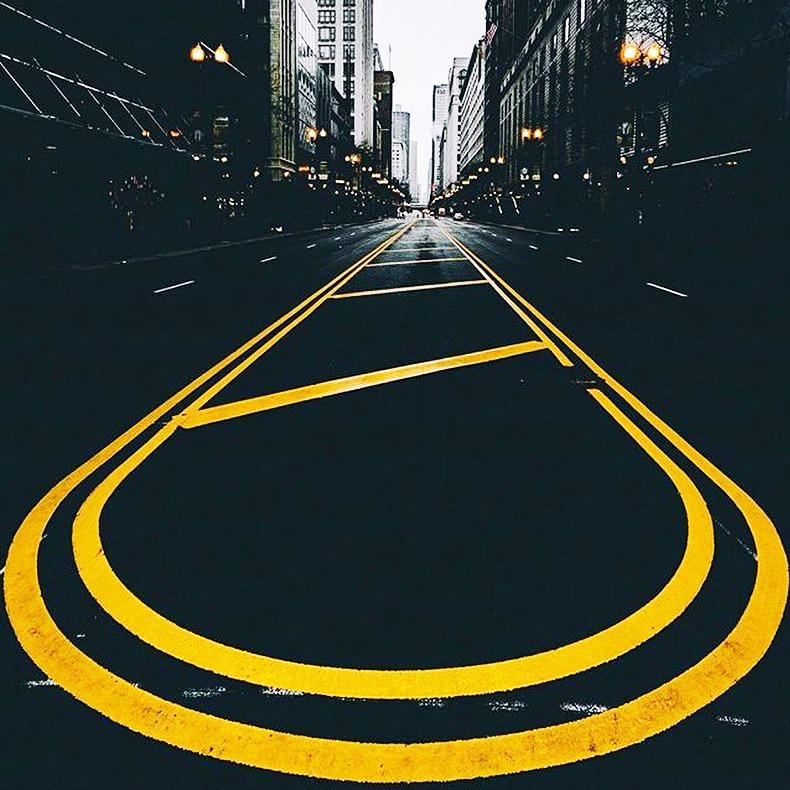 Samo prati žute linije i negde ćeš sigurno stići